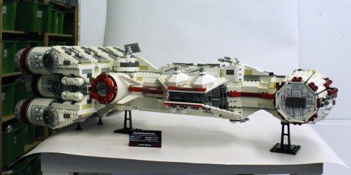 LEGO Star Wars (10019) Rebel Blockade Runner - UCS
